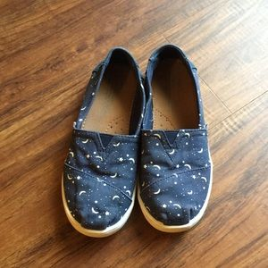 Toms 1Y, Navy with moon & stars